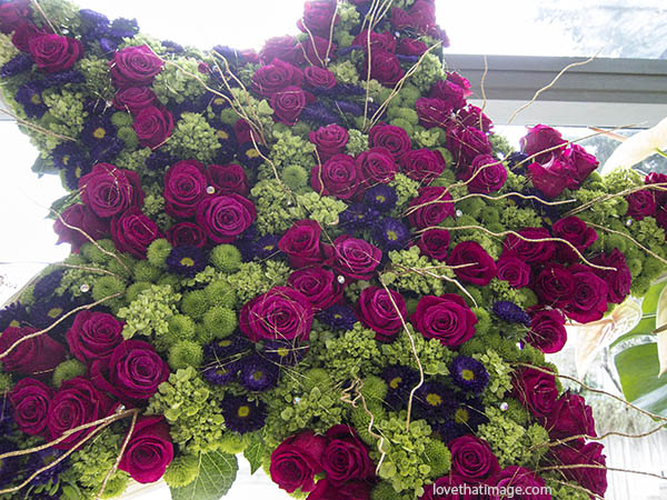 dark red roses, rose bouquet, star bouquet, star-shaped bouquet, huge star, broadway star