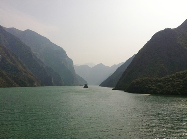 (c) Jo Sanders 2013   Going up the Yangtze River in China
