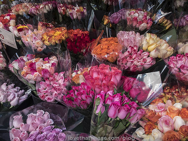 Many colors of fresh roses in bouquets for sale